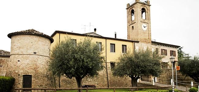 Paesi fantasma e piccoli castelli rurali in Valconca.