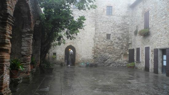 castello-di-montebello (1)