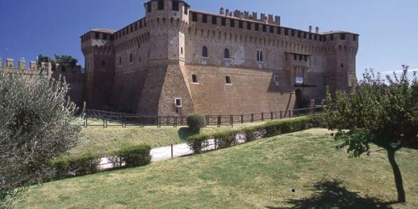 """""""Tracce malatestiane"""": il Castello di Gradara."""