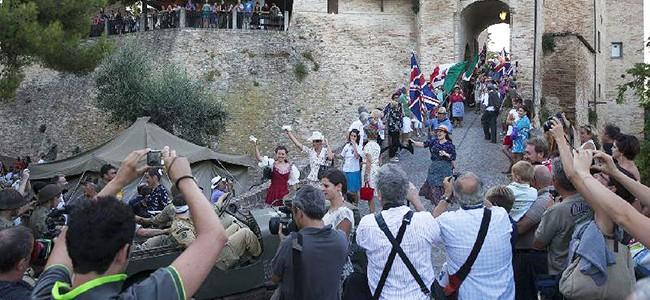 A Montegridolfo tra atmosfere medievali e venti di guerra.